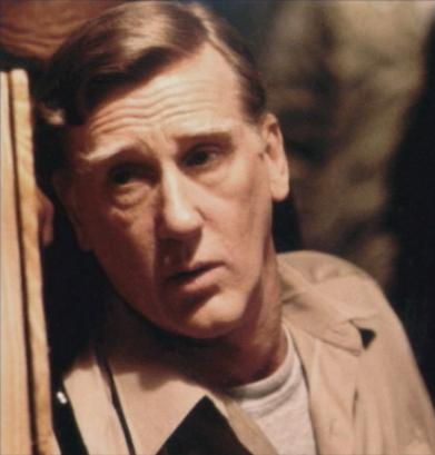 Donald Moffat es Garry