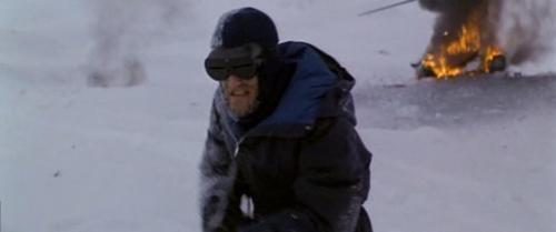 Larry Franco haciendo de científico noruego desquiciado